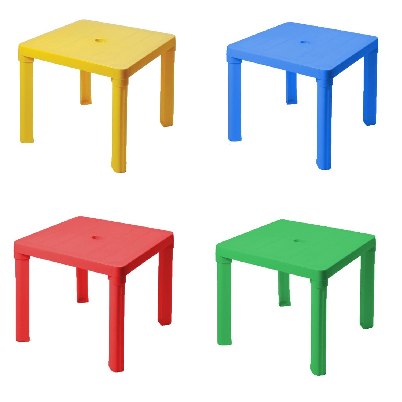 Műanyag székek, asztalok
